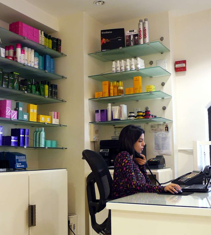 receptionist-lily-ling-chow-hair-salon-coconut-grove-coral-gables